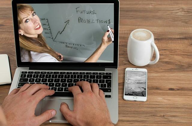 Ganar dinero haciendo de profesor virtual